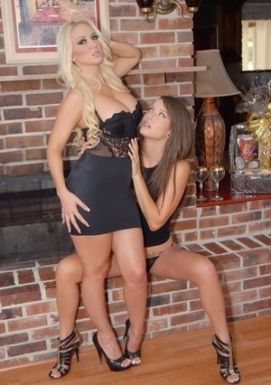 Curly blonde lezzy and also splendid exgirlfriend consecrate time to pussylicking