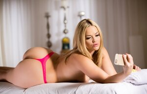Fellas forget everything when seeing Alexis Texas' large succulent butt cheeks