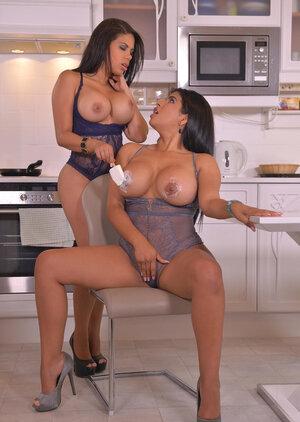 Naked Lesbian Girls